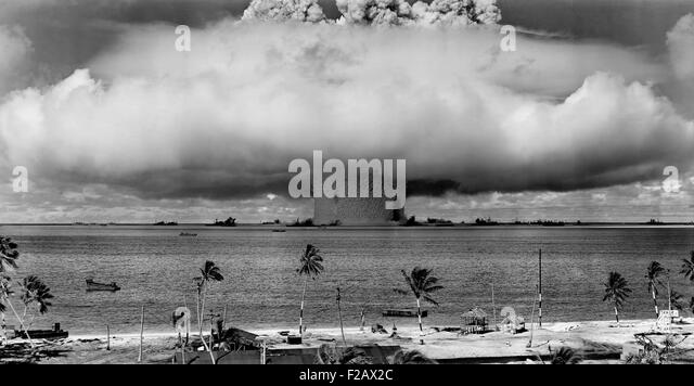 The BAKER test of Operation Crossroads, July 25, 1946. Seconds after the water column rose, and formed a condensation - Stock-Bilder