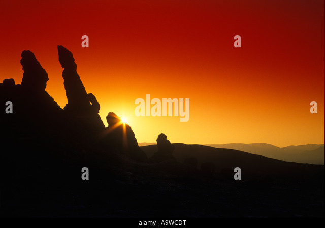 3 MARIAS ROCK FORMATION VALLE DE LA LUNA ATACAMA DESERT SAN PEDRO DE ATACAMA II REGION CHILE - Stock-Bilder