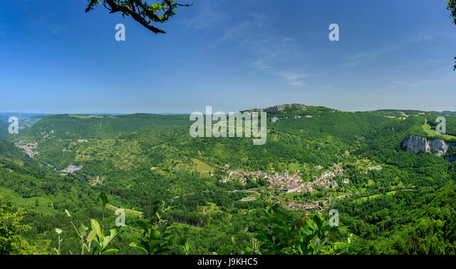France, Doubs, Renedale, belvedere of Renedale, view on the Loue valley,  Mouthier Haute Pierre and Lods left - Stock Image