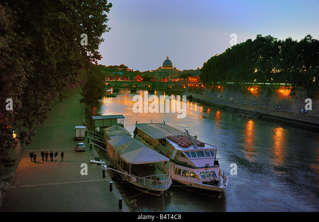 dusk-settles-on-the-tiber-river-in-rome-
