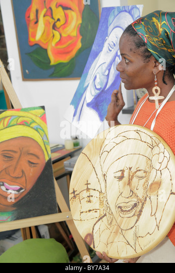 Atlanta Georgia Stone Mountain Village art gallery Black woman artist painter scorched wood design pyrography inspiration - Stock Image