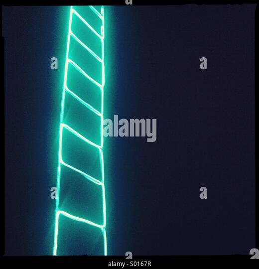 Green LED ladder on black background - Stock-Bilder