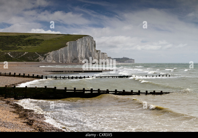 Beach in front of the Seven Sisters chalk cliffs at Cuckmere Haven, East Sussex, England, UK - Stock Image