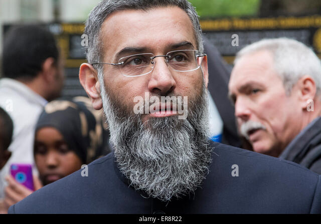 London UK. 29th May 2015. Radical muslim preacher Anjem Choudary and his followers spoke out after Friday prayers - Stock Image