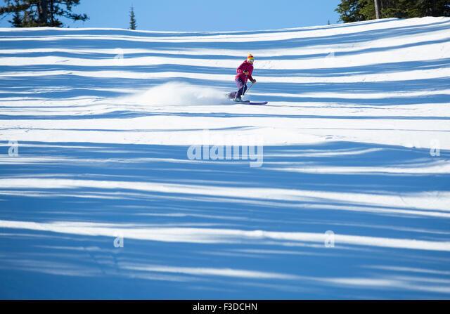 Woman skiing downhill - Stock-Bilder