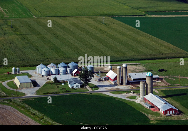 aerial view above silos farm buildings southern Illinois - Stock-Bilder