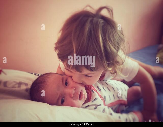 Sister kissing his brother - Stock-Bilder