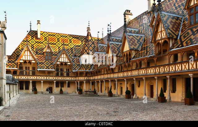 hospices de beaune, hotel dieu court yard beaune cote de beaune burgundy france - Stock Image