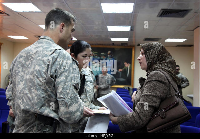 An Iraqi pediatrician explains her case to Maj. Phillip Mullinex of Task Force 1 Medical Group, 28th Cash, Level - Stock Image