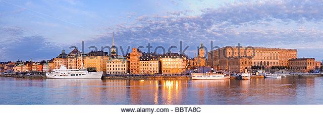 Skeppsbron waterfront at sunrise, Gamla Stan, Stockholm. - Stock-Bilder