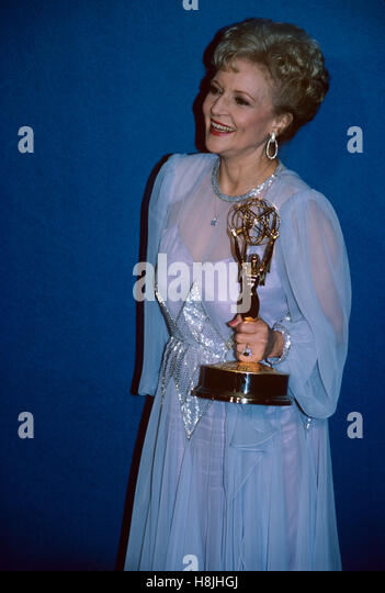 Betty White at the Emmy Awards. Photographed in 1986. © RTMcbride / MediaPunch - Stock-Bilder