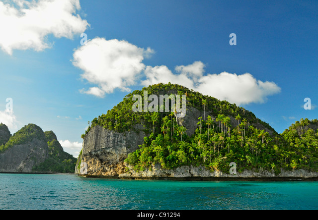 Wayag Islands, Raja Ampat islands near West Papua, Indonesia in the coral triangle, Pacific Ocean. - Stock Image