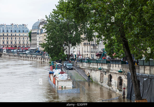 Flood, Saint Michel, Paris, 2016 - Stock Image