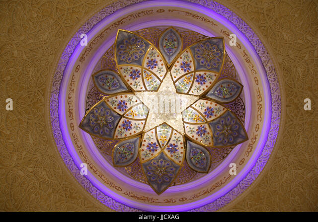 An beautiful chandelier with arabic design on the ceiling of the Grand Mosque in Abu Dhabi. - Stock Image