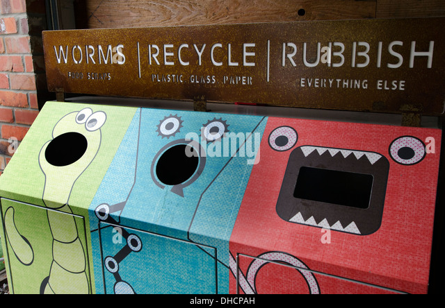 Recycling buckets - worms, recycle, rubbish - Stock-Bilder