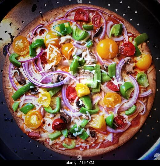 Fresh vegetable pizza - Stock-Bilder