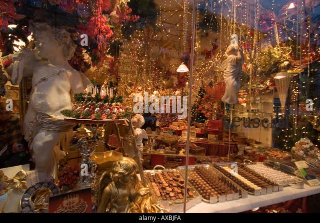 Switzerland Zurich Confisserie Teuscher Bahnhofstrasse shop window with creative decoration - Stock Image