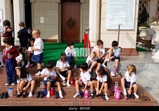 Jumeirah Mosque , school class, visitors, Dubai, United Arab Emirates - Stock Image