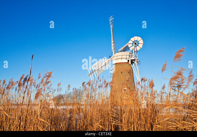 The newly restored Hardley Drainage Mill, originally built in 1874, on the Norfolk Broads. - Stock-Bilder