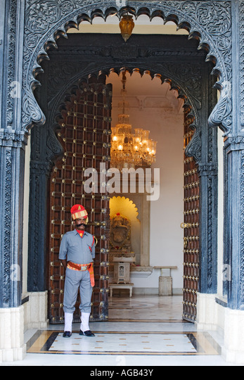 Entrance to the Old Lobby of the Shiv Niwas Palace Hotel Part of the City Palace Complex in Udaipur India Property - Stock-Bilder