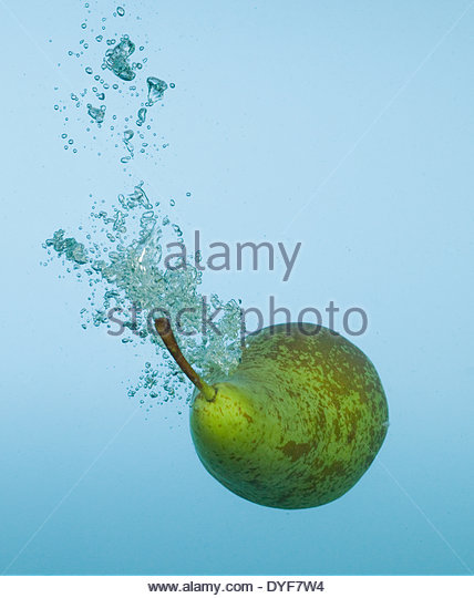 Pear splashing in water - Stock Image
