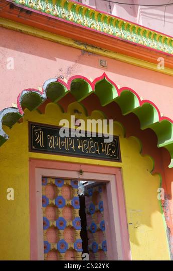 Hindu temple entrance Banganga Tank Malabar Hill Mumbai Bombay India - Stock Image