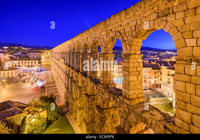 Segovia, Spain at the ancient Roman aqueduct and Azoguejo Square. - Stock-Bilder