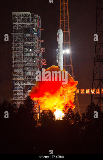 Xichang, China's Sichuan Province. 21st Nov, 2015. A rocket carrying the LaoSat-1 satellite blasts off from - Stock Image