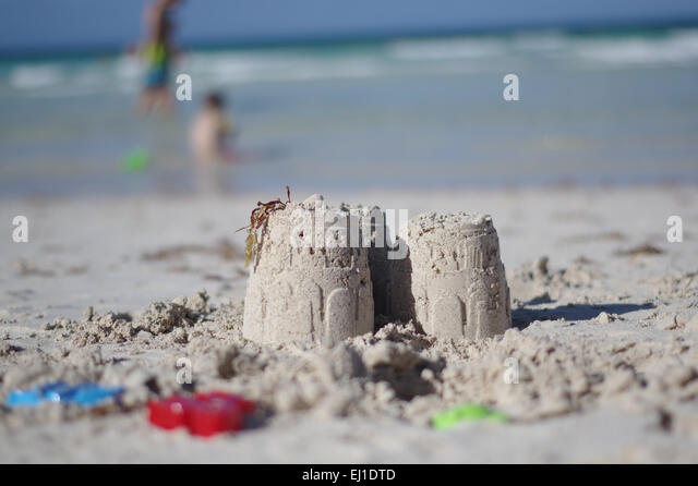 sand-castle-and-children-playing-ej1dtd.