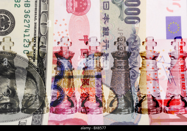Cash is King - row of transparent King chess pieces on world major currencies - Stock-Bilder