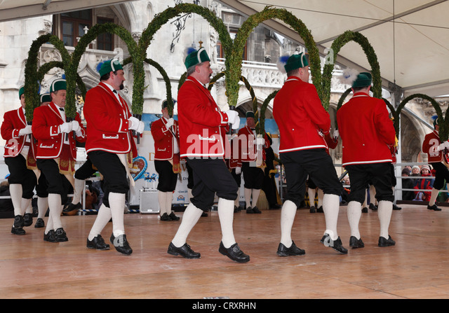 Germany, Bavaria, Munich, People performing traditional dance in Marienplatz square - Stock Image