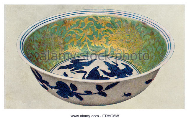 Ancient Chinese porcelain bowl with green enamel and gilt scrolls. Chia Ching period 1522-1566. British Museum - Stock Image