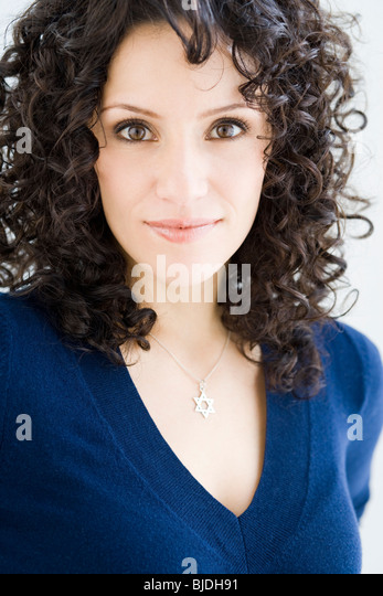 woman wearing a star of david necklace - Stock Image