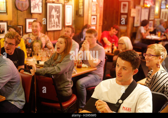100916 - Bloomington, Indiana, USA: Democrats watch on TV as Hillary Clinton and Donald Trump face off in their - Stock Image