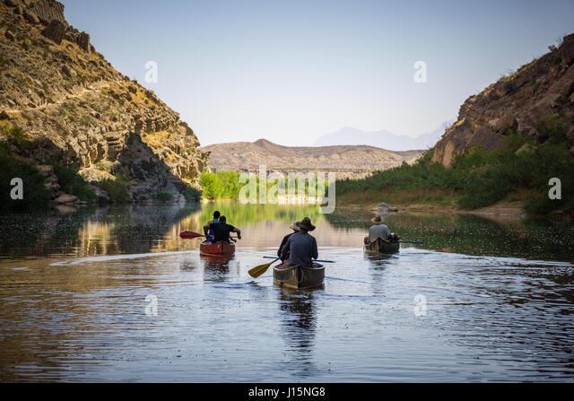 Canoeing down Santa Elena canyon, Rio Grande river, Big Bend National Park, Texas. - Stock Image