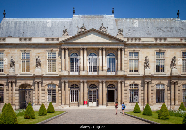 Tourists outside the National Archives Museum - originally Hôtel de Soubise, Marais, Paris France - Stock Image