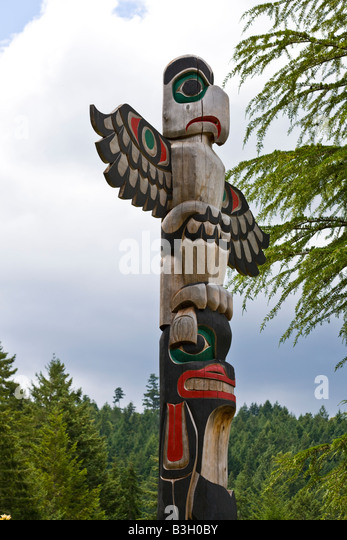 totem pole, Butchart gardens, Brentwood Bay, Vancouver Island, British Columbia, Canada - Stock Image