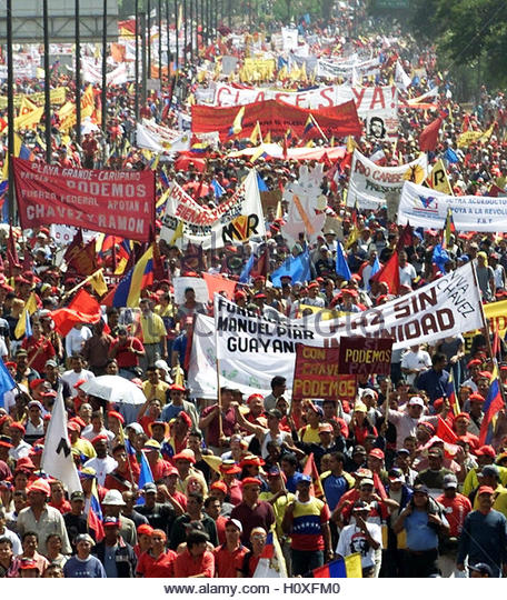 Supporters of Venezuelan President Hugo Chavez march down a freeway in  Caracas, January 23, 2003. Tens of thousands - Stock Image