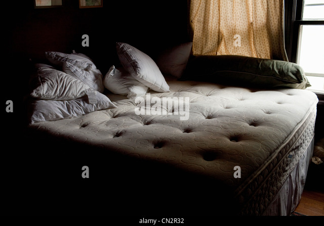 Unmade bed - Stock-Bilder