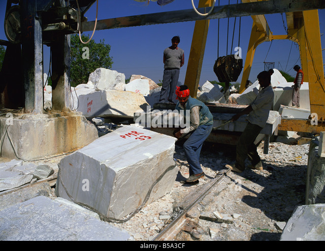 Handling blocks of marble in one of the quarries north of Udaipur Rajasthan India Asia - Stock Image