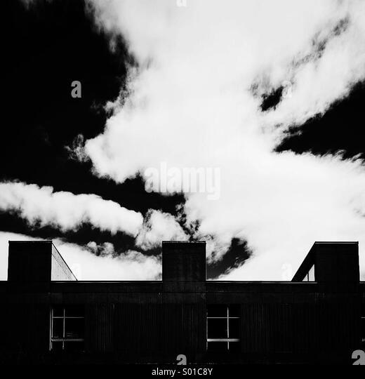 Brutalism and the sky - Stock-Bilder