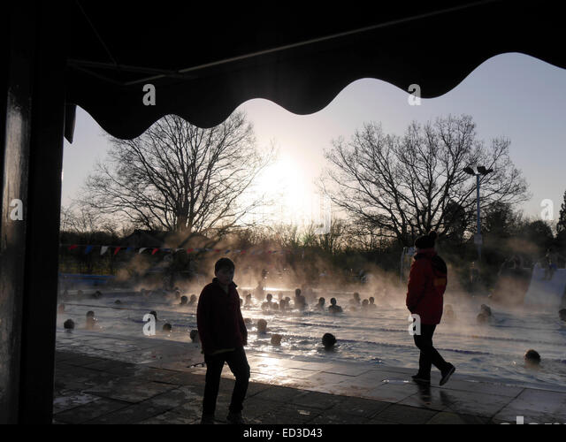 Crowded Pool Stock Photos Crowded Pool Stock Images Alamy