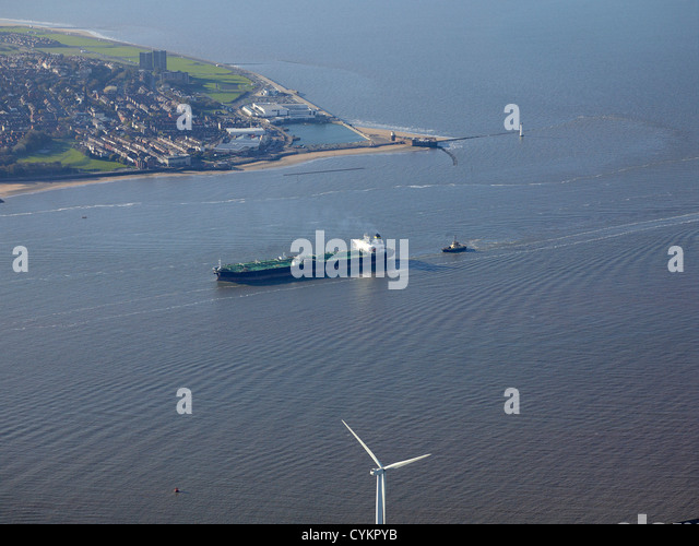 Oil tanker entering at the mouth of the River Mersey, North West England, UK with the Wirral behind - Stock-Bilder