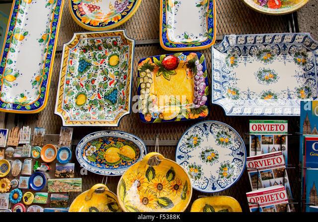 Italy, Orvieto. Detail of traditional Italian pottery for sale in the narrow streets of Orvieto. - Stock-Bilder