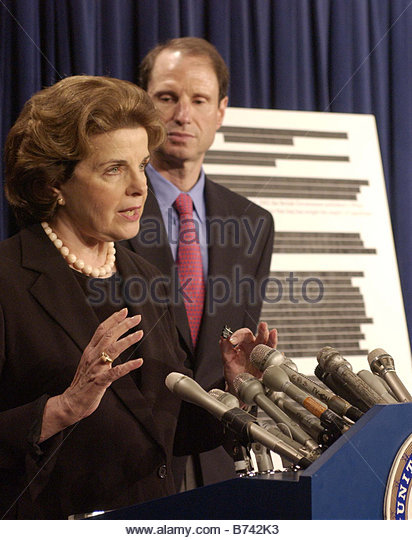 7 9 04 SENATE SELECT INTELLIGENCE PRE WAR INTELLIGENCE ON IRAQ Sen Dianne Feinstein D Calif and Sen Ron Wyden D - Stock Image