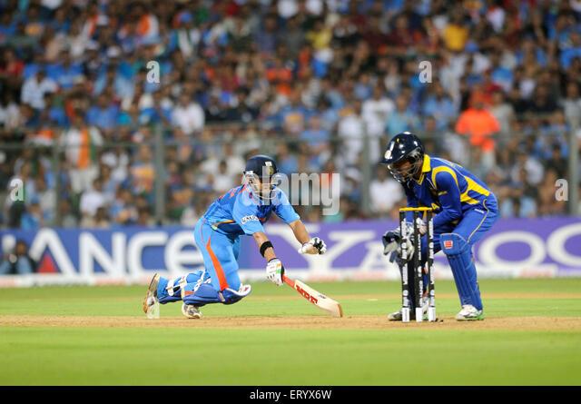 batsman Gautam Gambhir L successfully reaches Sri Lankan captain wicketkeeper Sangakkara Wankhede Stadium Mumbai - Stock Image