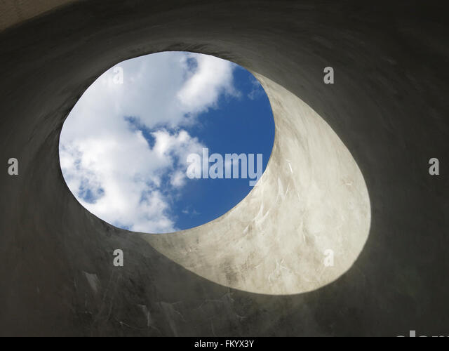 A View of Sky through a concrete column in the former BP site Waverton Eastern Sydney modernism 1920s  industrial - Stock Image