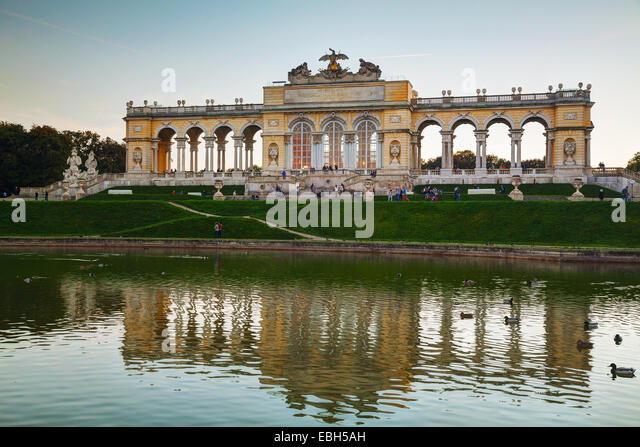 VIENNA - OCTOBER 19: Gloriette Schonbrunn at sunset with tourists on October 19, 2014 in Vienna. It's the largest - Stock Image