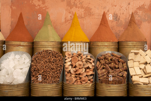 MARRAKESH: ROWS OF SPICES OUTSIDE SHOP - Stock-Bilder