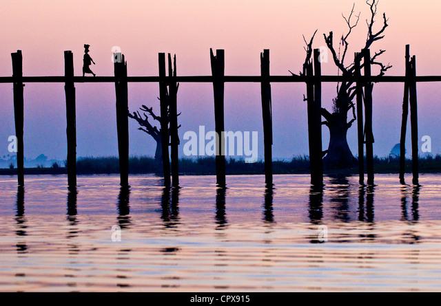 Myanmar Burma Mandalay Division city of Amarapura Taungthaman lake U Pein bridge built in teak 200 years ago considered - Stock-Bilder
